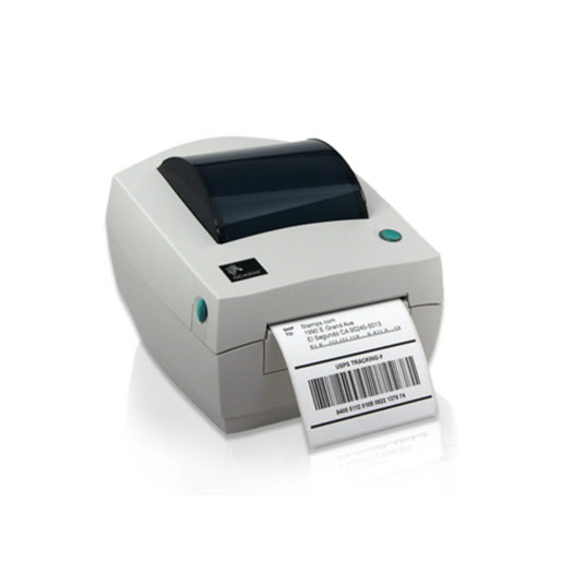 La Impresora térmica de etiquetas Zebra GC420D sacando un ticket
